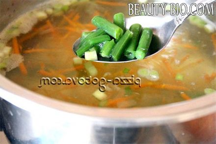 Фото - додаємо в суп квасоля