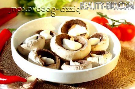 Фото - викладаємо гриби у форму