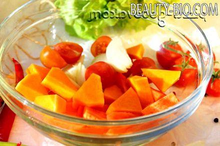 Фото - нарізаємо гарбуз і моркву