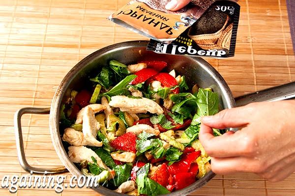 Фото - в гарячий салат додаємо спеції