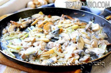 Фото - гриби в сметанному соусі