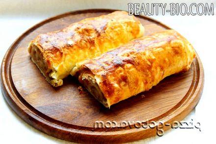 Фото - рецепт яблучного штруделя з листкового тіста