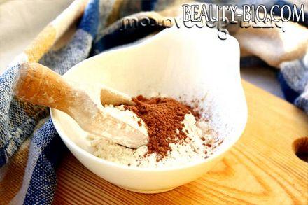 Фото - змішуємо борошно і какао