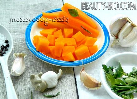 Фото - нарізати кубиками моркву