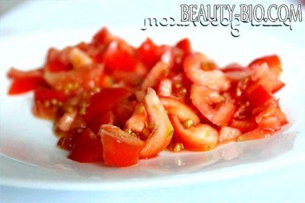 Фото - дрібно нарізаємо помідори