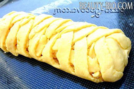 Фото - накриваємо яблучну начинку