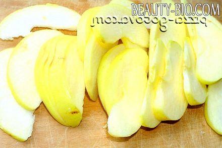 Фото - нарізати яблука на часточки