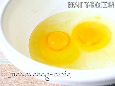 Фото - у масу розбити яйця