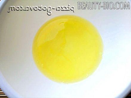 Фото - відокремити білки від жовтків