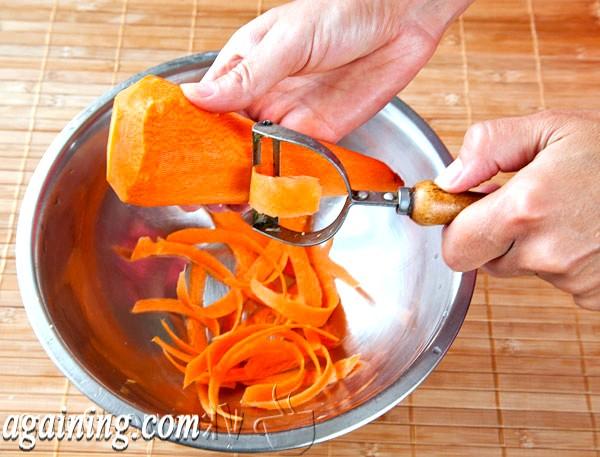 Фото - нарізаємо моркву спеціальної різкою