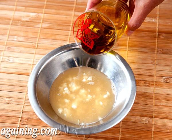 Фото - виливаємо рослинне масло