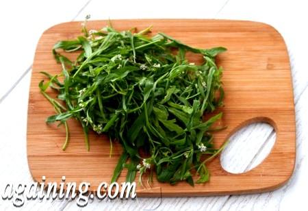 Фото - ріжемо крес салат