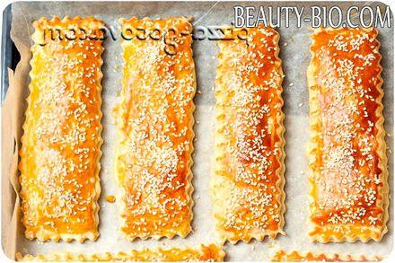 Фото - слойки з листкового дріжджового тіста