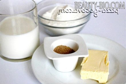 Фото - сухі дріжджі, молоко, борошно