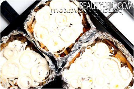 Фото - рецепт картоплі з печерицями в духовці