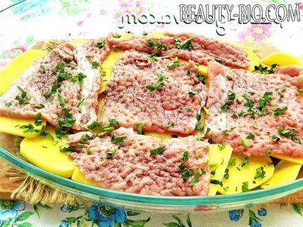 Фото - сухі або свіжі трави в м'ясо