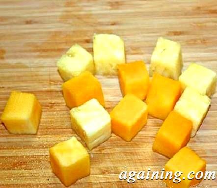 Фото: ананас і манго, нарізані кубиками
