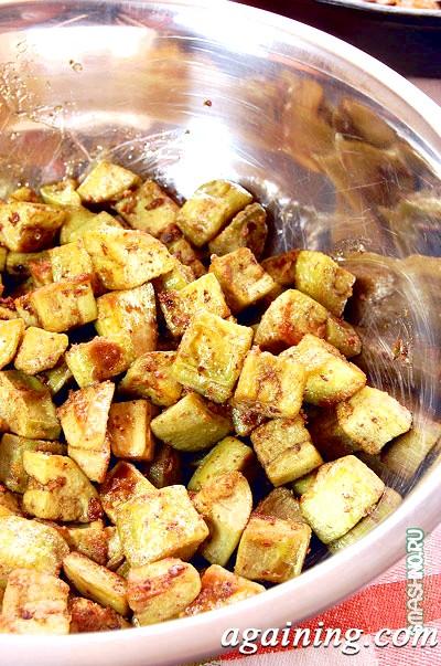 Фото: Обсмажені кубики баклажанів