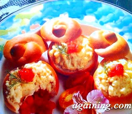 Фото: Готовий омлет в хрусткою булочці