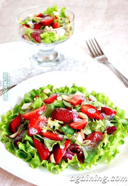 Фото: Смачний салат з полуницею
