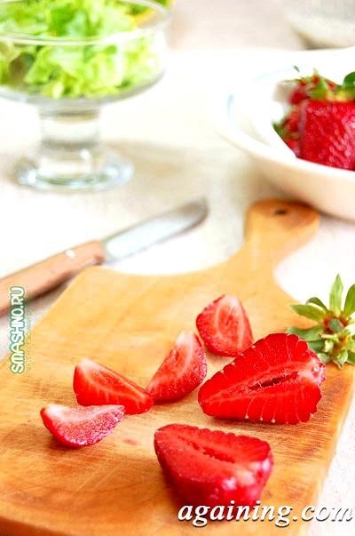 Фото: Нарізана для салату полуниця