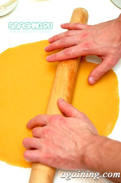 Фото: Розкачування тіста для пирога