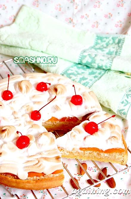 Фото: Шматочок пісочного торта з абрикосами і мигдальною начинкою