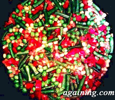 Фото: Дрібно нарізані овочі в сковорідці