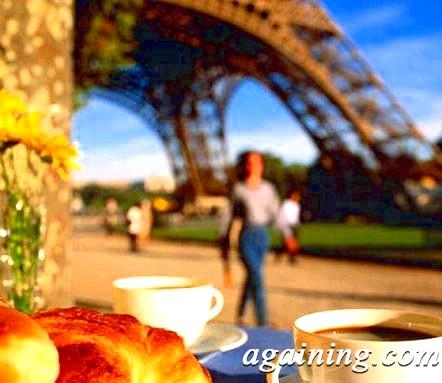 Фото: Сніданок на тлі Ейфелевої вежі
