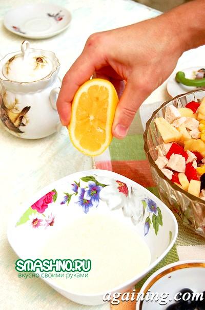Фото: Поливаю яблука лимонним соком