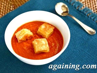 Фото: Томатний суп з крутонами готовий!