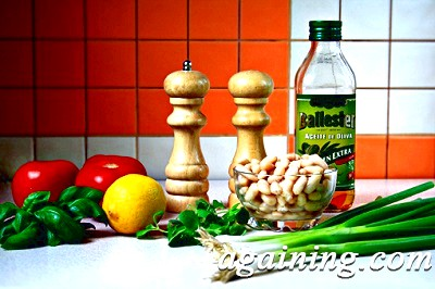 Фото: Салат з помідорів і квасолі