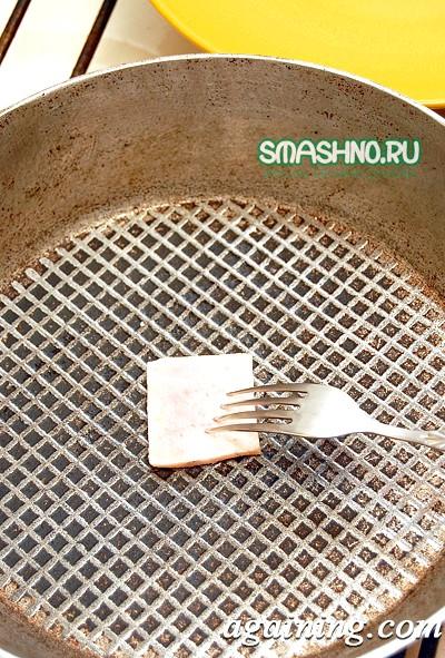 Фото: Дуже зручний спосіб змазування сковороди