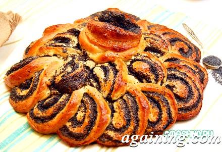 Фото: Готовий пиріг з маком